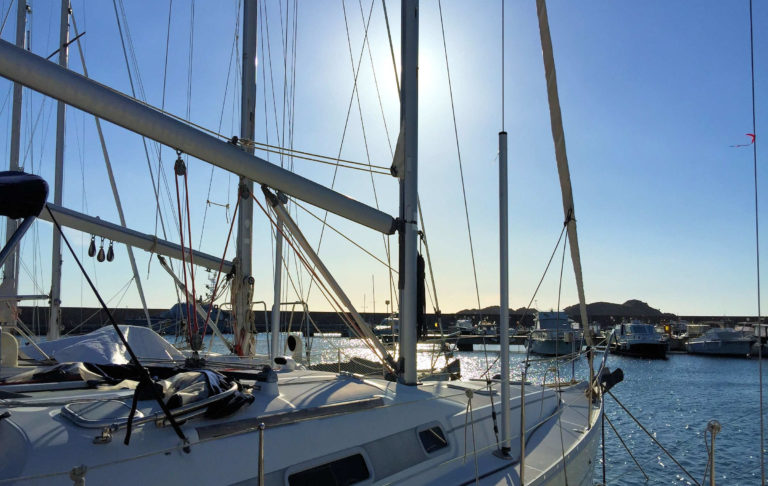 Escursioni a vela sul mare della Sardegna